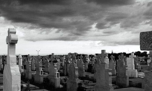 Дневные ритуалы на кладбище