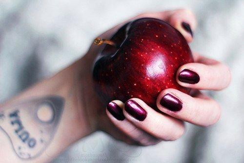 Приворот на яблоко: две половинки, по фотографии