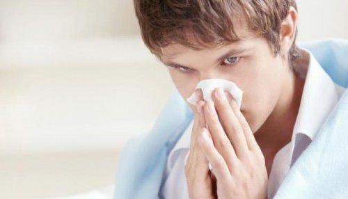 Заговор от простуды взрослого и ребенка: насморк, температура