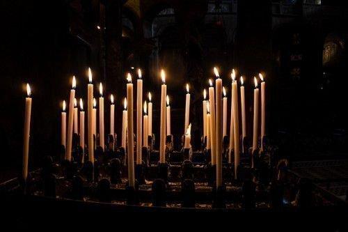 Сильный приворот на церковных свечах: на две, на черную