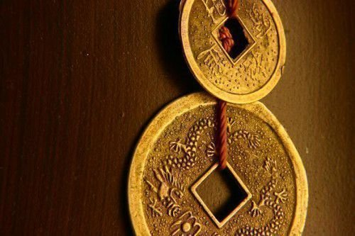 Китайская монетка на шнурке