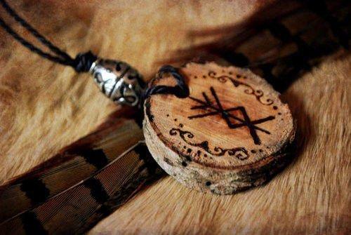 Деревянные амулеты: своими руками, фото, активация