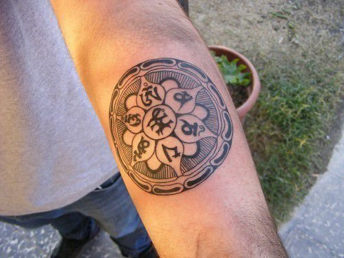 Татуировки мантры: Сак Янт, Ом Мани Падме Хум, их значение
