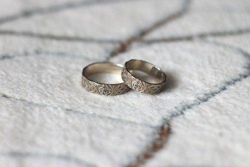 Обручальные кольца со свадебником