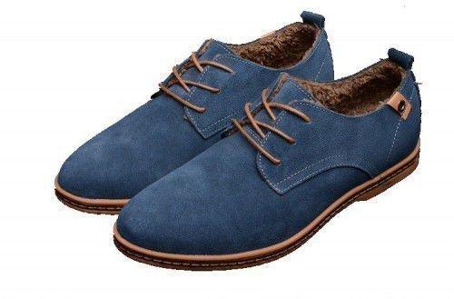 Если вам нравится человек, то надо каким-то образом заполучить его ботинки или кроссовки и прочитать над ними заговор