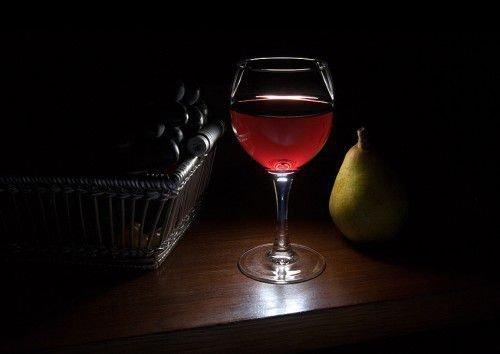 Налейте в бокал приготовленное вино