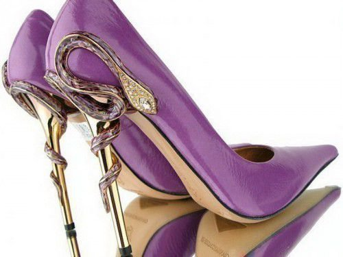 Если вы купили туфли, босоножки или что-то еще и хотите, чтобы они дольше носились, то лучше всего прочитать над ними простой заговор