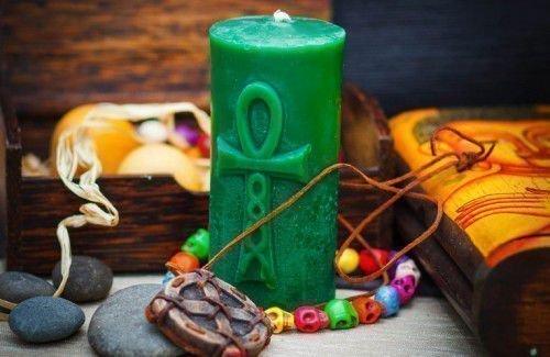 Для проведения ритуала используйте зеленую свечу