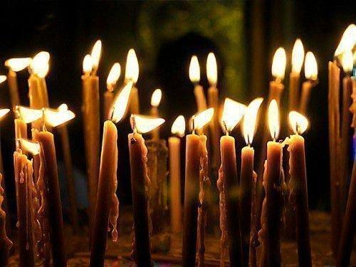 Для обряда нужно утром купить в церкви 40 свечей