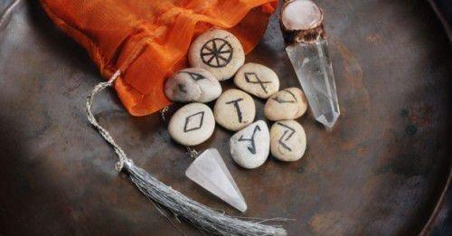 Черная магия и руны: приворот на любовь, порча на смерть