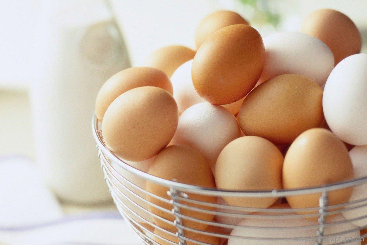 Фото девушка завезала яйца штобы дольше некончял 19 фотография