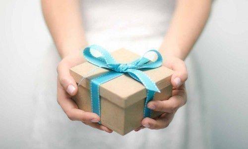 Порча на подарок одна из самых сильных.