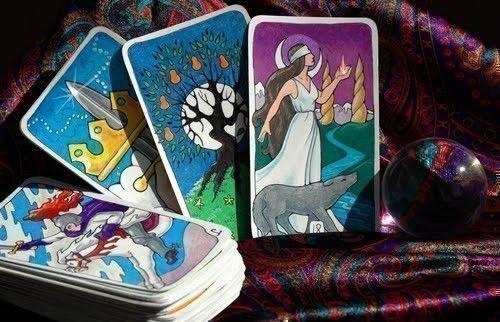 Гадание на соперницу на игральных картах или таро