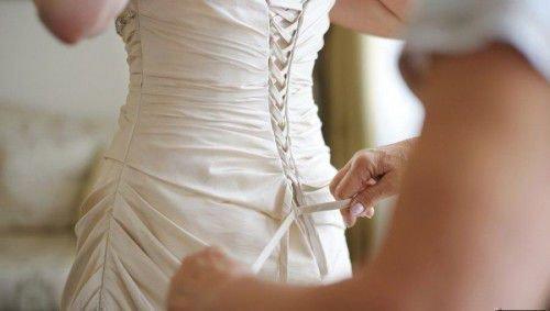 Приметы про свадебное платье: цвет, можно ли продавать