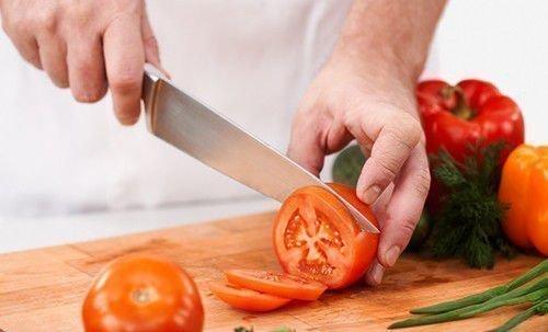 Работа с ножом на кухне