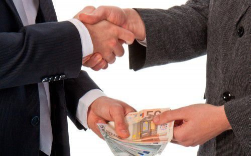 Как привлечь деньги в дом: народные приметы, описание