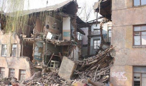 Разрушеный дом в Донецке