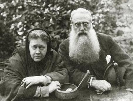 Фото: Блаватская с Генри Олкоттом