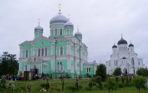 Женский монастырь в Дивеево