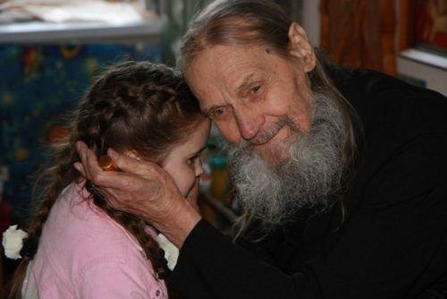 Старец Иона одесский с девочкой
