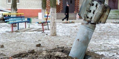 Неразорвавшийся снаряд на улице города