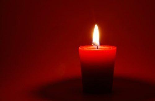 Красная свеча для обряда