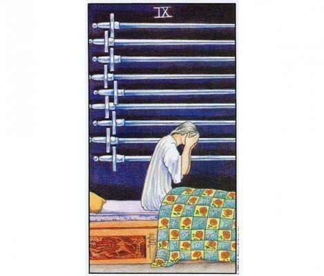 Варианты значения девятки мечей в таро