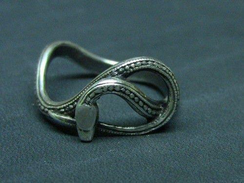 Ороборо или змеиное кольцо