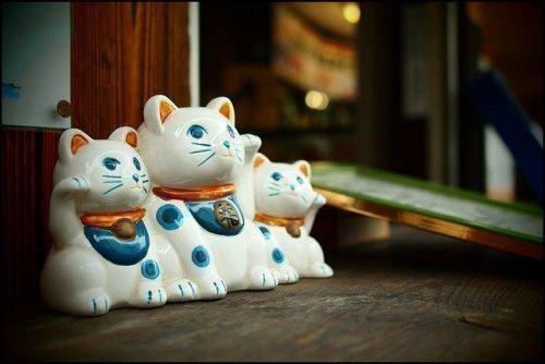 Японский кот Манэки-Нэко
