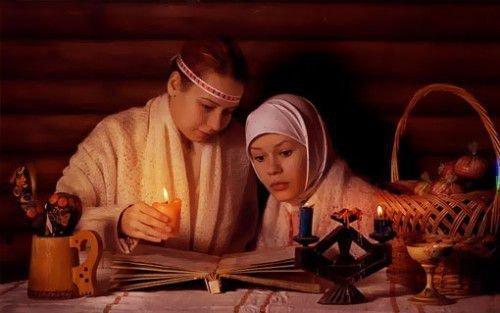 Девушки проводят ритуал ночью