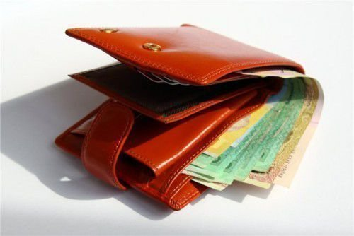 Нужно обязательно потратить все те купюры, которые находились в кошельке (на которые читался заговор)