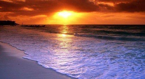 Текст молитвы приворота читается строго на встающее из-за горизонта солнечное светило