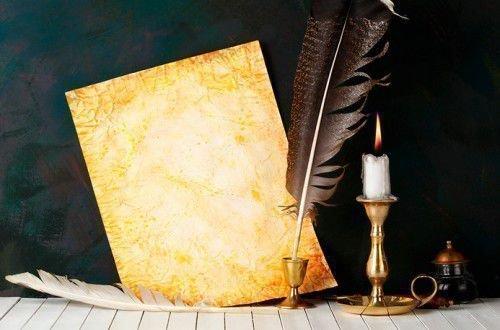 Перо и лист бумаги