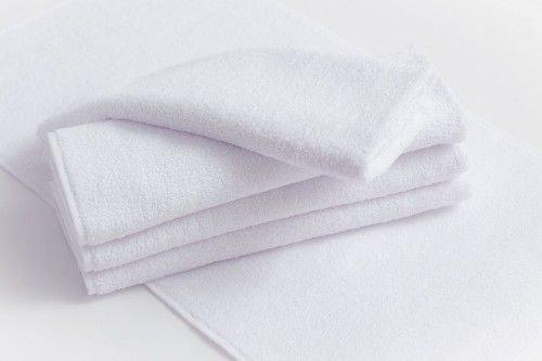 Белое полотенце, которое необходимо купить в родительскую субботу.