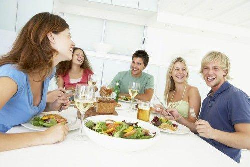 Заговор от непрошенных гостей: отворот, оберег для дома