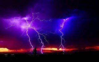 Христиане верят, что во время грозы по небу разъезжает Илья Пророк. По этой причине во время грозы нельзя открывать рот: мало ли бесы попытаются спастись в хрупком и выносливом человеческом теле.