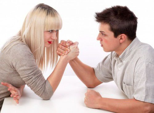 Мужчины часто хотят привязать к себе своих женщин