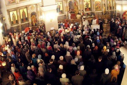 Народ в храме