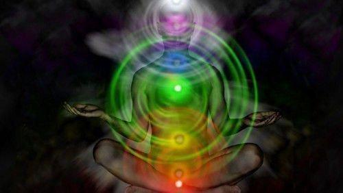 Аура – это энергетический кокон, который окружает человека на тонком уровне.