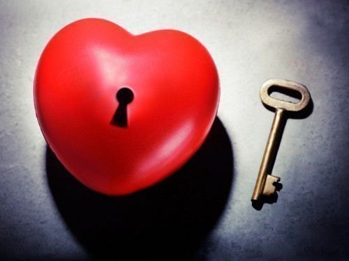 Приворот подтолкнет человека к началу отношений