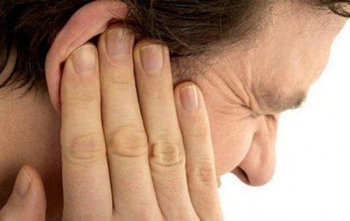 Болит ухо