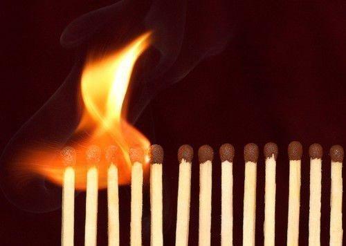 По положению сгоревших спичек можно узнать интересующий вас вопрос
