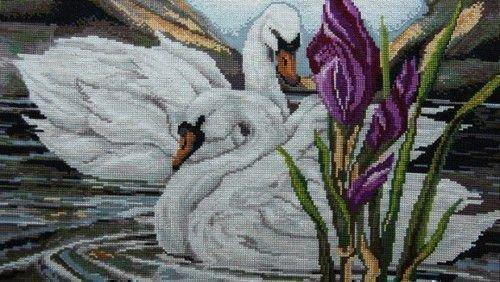 Вышивка лебеди