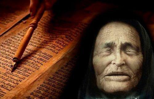 Ванга на фоен раскрытой книги